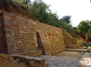 Opěrná zeď – Bílovice nad Svitavou, Dobrovského