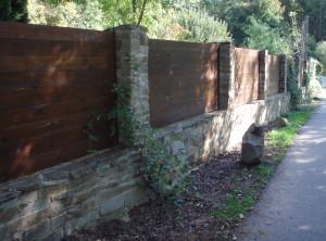 Sloupkový plot – Brno, Rakovecká