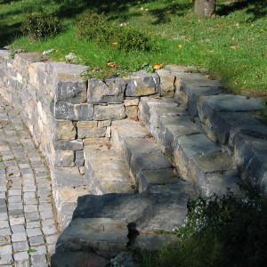 Zahradní schodiště azeď – Brno, Travní