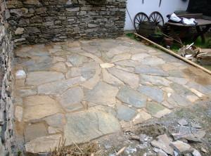 Kamenná dlažba – Hlásnice uPoličky