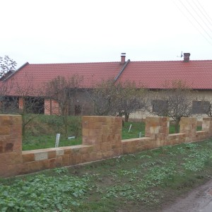 Sloupkový plot – Hořice, Chvalina II