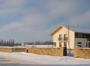 Ohradní zeď – Hořice, Chvalina I