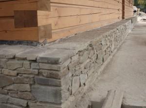 Kamenná podezdívka – Kamenné uRožnova pod Radhoštěm