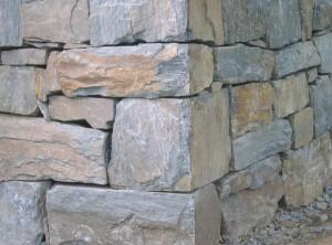 Suchá zeď zrohovce – Řež uPrahy