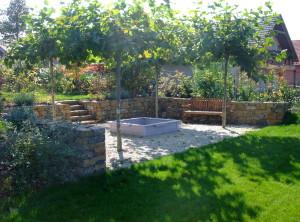 Zahradní kamenná zeď – Valtice, Vinohrady